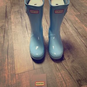 Hunter short rain boot. Worn once, great condition